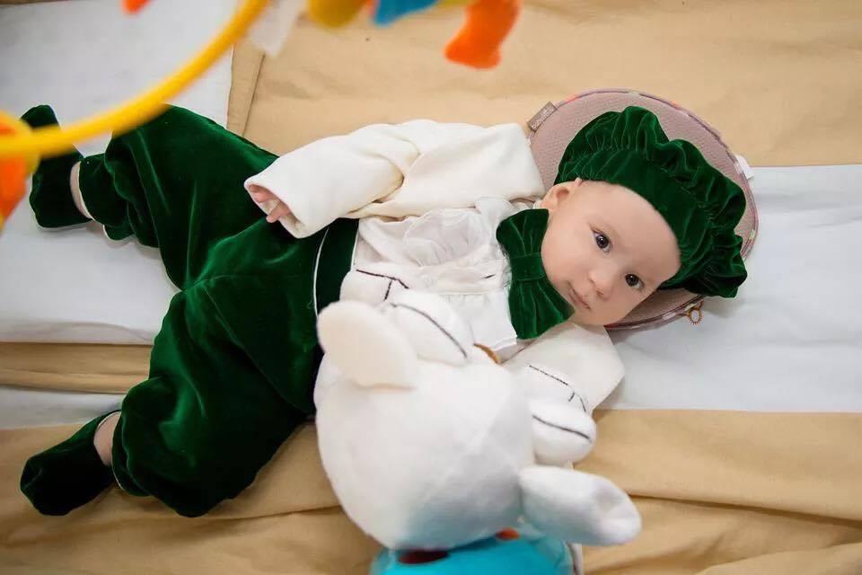Hainutele pentru botez au devenit o adevarata moda