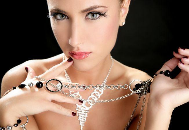 Cele mai interesante bijuterii pentru femeile speciale din viata ta